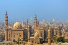 Vista aerea della città di Il Cairo da Salah Al Deen Citadel con Al Sultan Hassan e Al Rifai Mosques, Il Cairo, Egitto fotografia stock libera da diritti