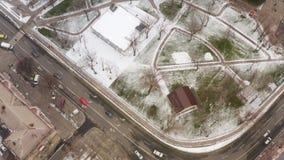 Vista aerea della città di inverno archivi video