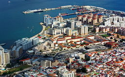 Vista aerea della città e del porto di Gibilterra immagini stock