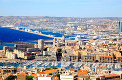 Vista aerea della città e del porto di Marsiglia fotografia stock