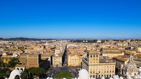 Vista aerea della città Roma Italia dal monumento Vittoriano di Vittorio Emanuele II Gennaio 2012 fotografia stock libera da diritti