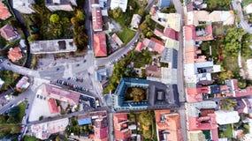Vista aerea della città slovacca Banska Bystrica circondato dal mountai fotografia stock