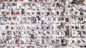 Vista aerea della città suburbana nell'inverno Fotografia Stock