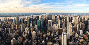 Vista aerea della città di panorama urbano di tramonto Fotografia Stock