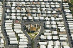 Vista aerea della comunità senior di pensionamento delle case mobili in Ventura County, Ojai, CA Immagine Stock