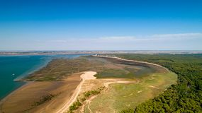Vista aerea della costa atlantica in Ronce Les Bains, la Charente m. immagine stock