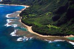 Vista aerea della costa di Kauai fotografie stock