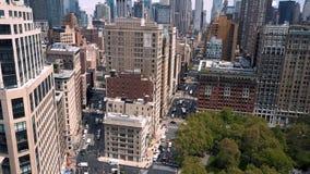 Vista aerea della costruzione di ferro da stiro, New York, Manhattan Costruzioni di affari e residenziali da sopra archivi video