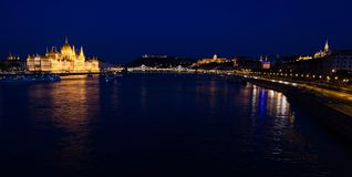 Vista aerea della costruzione nella sera, Budapest, unno del Parlamento fotografia stock
