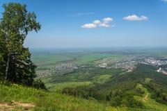 Vista aerea della foresta delle montagne della valle Fotografia Stock