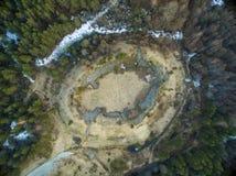 Vista aerea della fortezza antica in Valjala, Saaremaa Estonia immagine stock