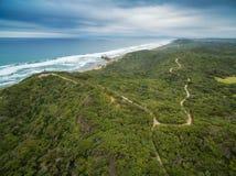 Vista aerea della linea costiera della penisola di Mornington e della traccia di camminata Fotografie Stock Libere da Diritti