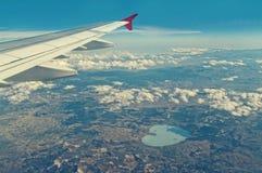 Vista aerea della natura dalla finestra piana Immagini Stock Libere da Diritti