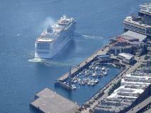 Vista aerea della nave da crociera norvegese che lascia porta Fotografia Stock Libera da Diritti