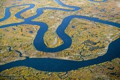 Vista aerea della palude, astrazione della zona umida di sale ed acqua di mare e Rachel Carson Wildlife Sanctuary in pozzi, Maine fotografie stock libere da diritti