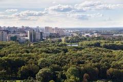 Vista aerea della parte occidentale di Minsk con le nuove alte costruzioni multipiane Fotografia Stock Libera da Diritti