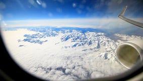 Vista aerea della Spagna Catena montuosa coperta di neve, montagne piane sorvolare archivi video