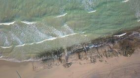 Vista aerea della spiaggia abbandonata archivi video