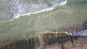 Vista aerea della spiaggia abbandonata video d archivio