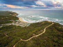 Vista aerea della spiaggia dell'oceano di Sorrento e di bella linea costiera alla s Immagine Stock