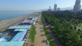 Vista aerea della spiaggia di Batumi archivi video