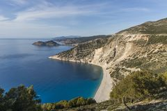 Vista aerea della spiaggia di Myrtos, il meglio sull'isola di Kefalonia ed in intera Grecia fotografia stock libera da diritti