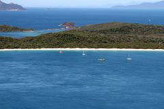 Vista aerea della spiaggia di Whitehaven che guarda indietro verso il continente Fotografia Stock Libera da Diritti