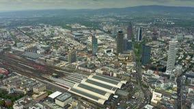 Vista aerea della stazione ferroviaria centrale di Francoforte, Germania archivi video