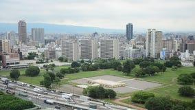 Vista aerea della strada di traffico a Osaka, Giappone archivi video