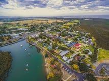 Vista aerea della strada principale del sud di Gippsland e della zona rurale in Victoria, Australia Fotografia Stock