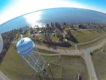 Vista aerea della torre di acqua rurale da un lago Fotografia Stock Libera da Diritti