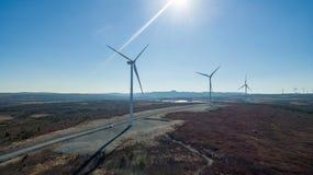 Vista aerea della turbina moderna del mulino a vento, energia eolica, energia verde Immagini Stock Libere da Diritti