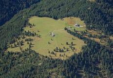 Vista aerea della valle verde dalla cima della montagna Immagini Stock Libere da Diritti