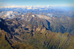 Vista aerea delle alpi austriache in estate Immagini Stock
