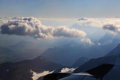 Vista aerea delle alpi dall'aeroplano Fotografie Stock
