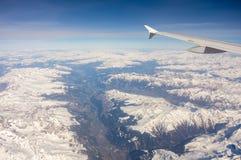 Vista aerea delle alpi in Europa durante la stagione invernale con neve fresca Immagine Stock Libera da Diritti