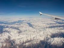 Vista aerea delle alpi in Europa durante la stagione invernale con neve fresca Immagini Stock Libere da Diritti