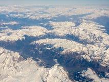 Vista aerea delle alpi in Europa durante la stagione invernale con neve fresca Immagine Stock