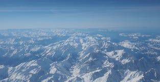 Vista aerea delle alpi in Europa durante la stagione invernale con neve fresca Fotografia Stock