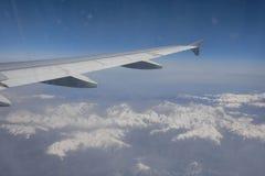 Vista aerea delle alpi innevate tramite l'aeroplano, Francia Fotografie Stock Libere da Diritti