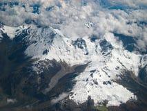 Vista aerea delle Ande innevate con le nuvole Immagine Stock Libera da Diritti