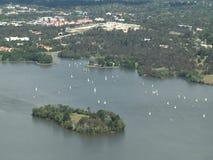 Vista aerea delle barche a vela a Canberra stock footage