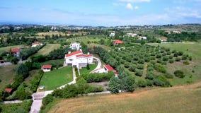 Vista aerea delle case in colline in areale di Salonicco GreeceGreece, movimento di andata in fuco stock footage