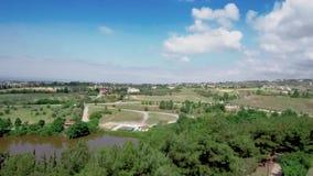 Vista aerea delle case in colline in areale di Salonicco GreeceGreece, movimento di andata in fuco video d archivio