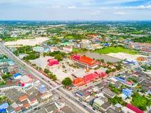 Vista aerea delle case del sobborgo e del tempio ed ecc Immagine Stock