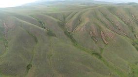 Vista aerea delle colline con erba verde stock footage