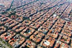 Vista aerea delle costruzioni tipiche a Eixample Barcellona fotografia stock libera da diritti