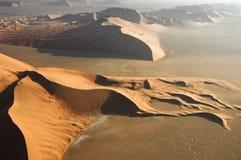 Vista aerea delle dune di sabbia allo sfregamento Al Khali Immagine Stock