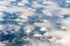 Vista aerea delle formazioni differenti della nuvola Immagine Stock