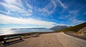 Vista aerea delle isole dalmate e della strada immagini stock libere da diritti